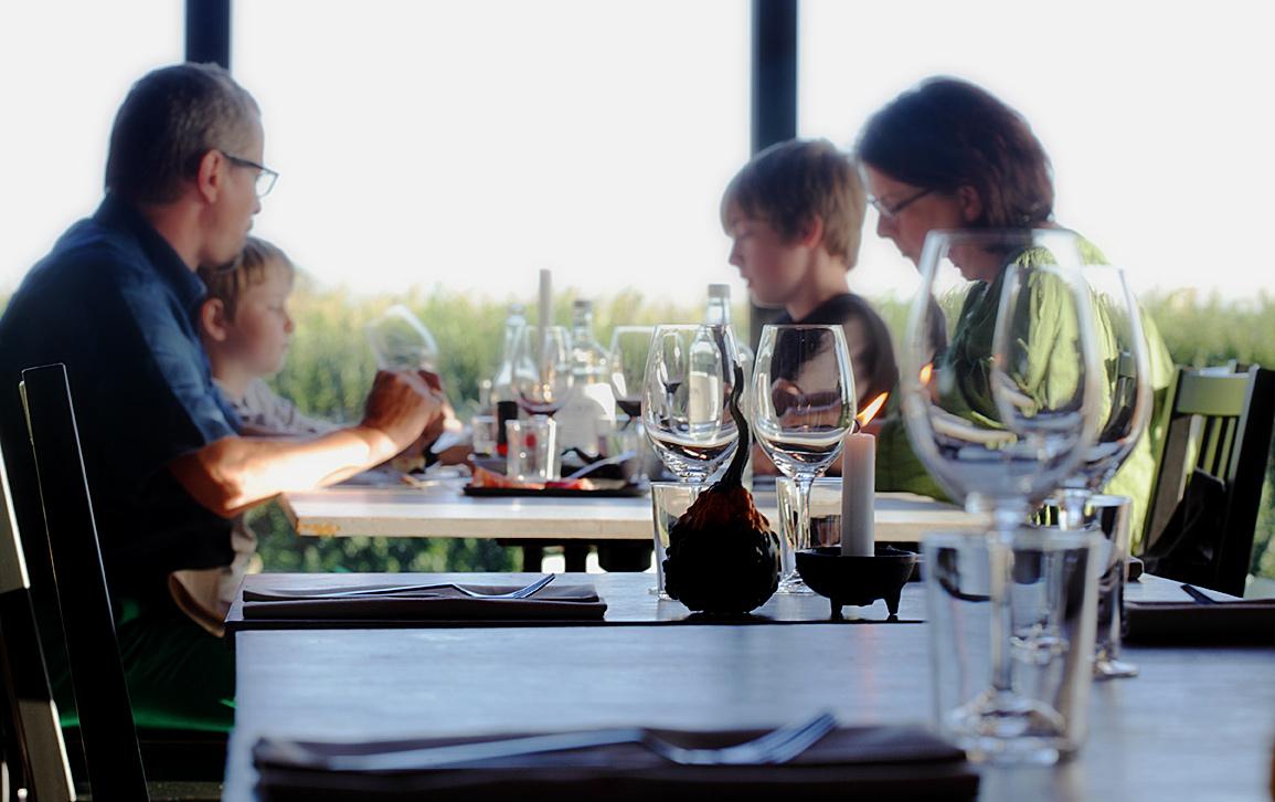 Boka bord på vår fina restaurang.